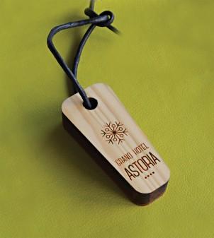 Llavero en madera grabado y personalizado