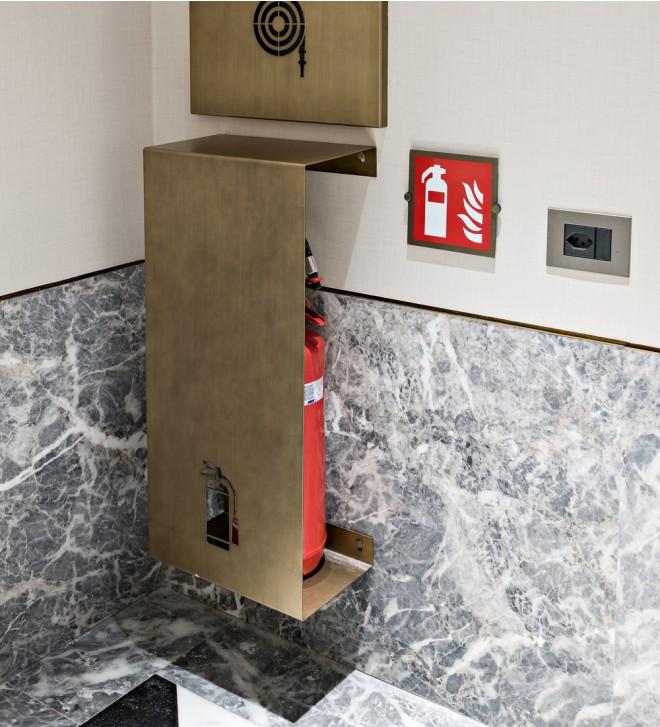 Soporte para extintor de incendios de pared