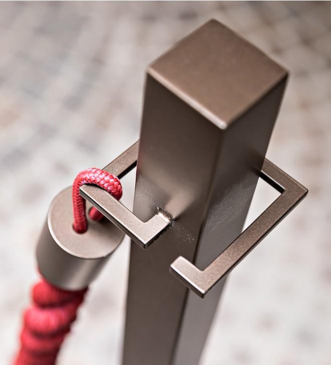 Poste para cordón de seguridad