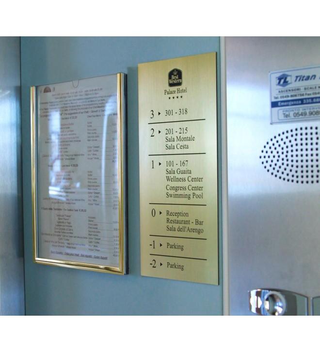 Soporte de aluminio para menú o información en general.