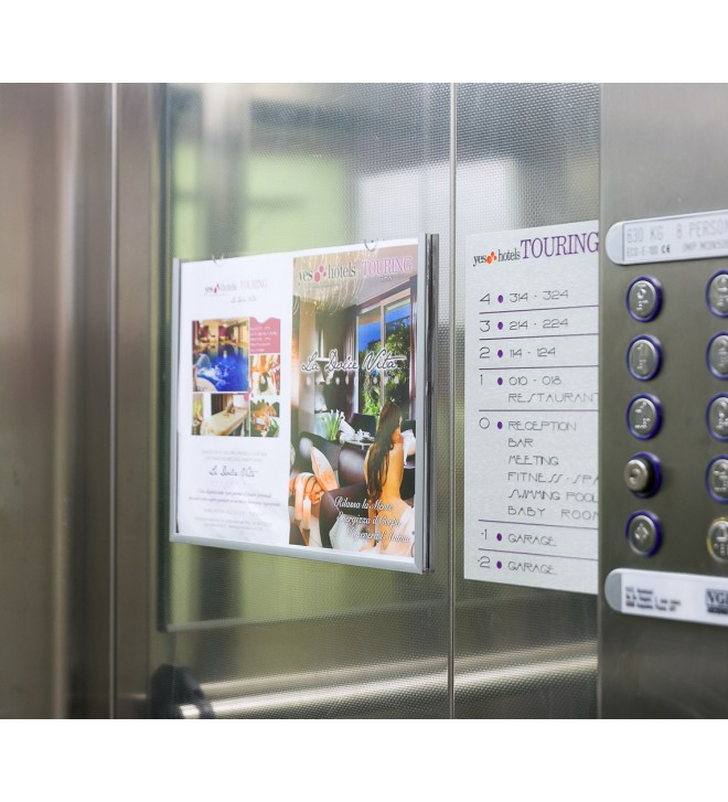 Porta avvisi in ascensore