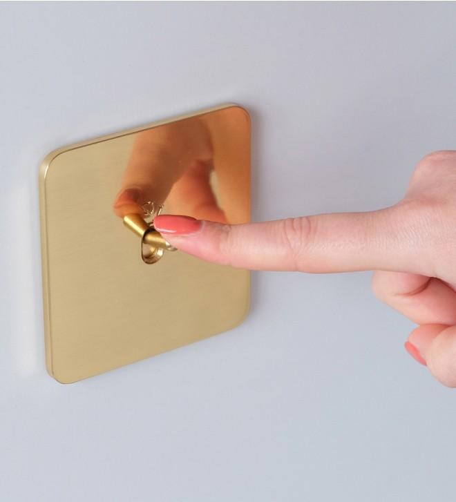 Placas interruptores en latón con manecilla